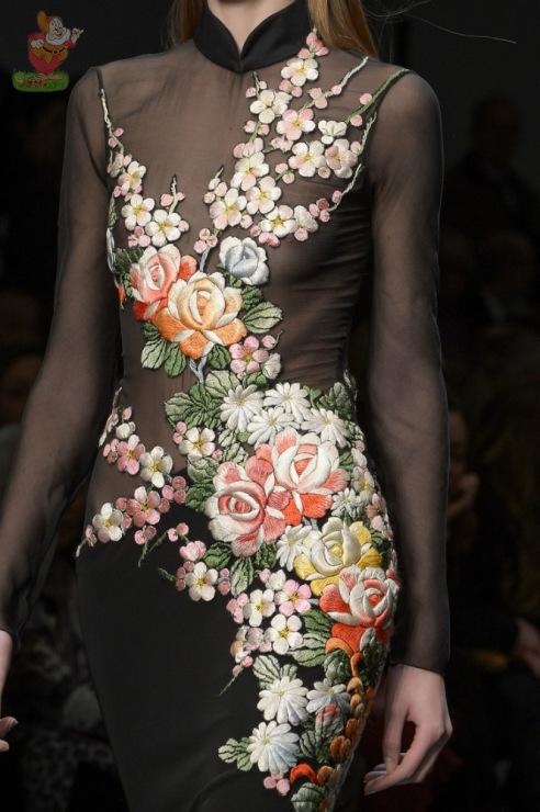 Необычное платье с вышивкой 84