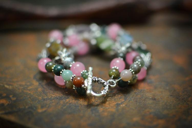 Красивый браслет из камней своими руками 47