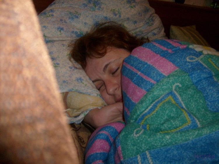 Смотреть видео как сын трахает маму пока она спит